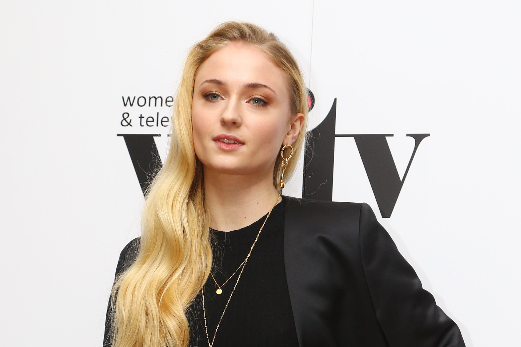 Sophie Turner shuts down Piers Morgan over mental health tweets